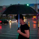 Paraguas LED Blade Runner / sable de luz Star Wars - Imagen en uso
