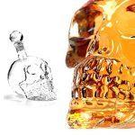 Conjunto de 6 vasos y botella de cristal de calavera - Detalle de la botella de craneo