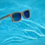 Gafas de Sol de Bambú flotan en el agua