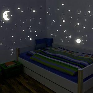 Sol, luna y estrellas que brillan en la oscuridad
